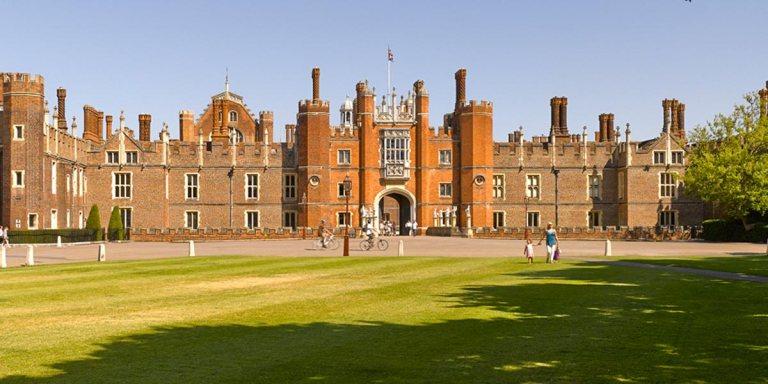 gala-dinner-venue-in-london-hampton-court-palace-prestigious-venues