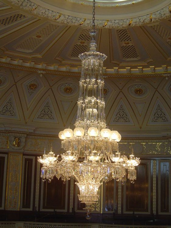 giant-osler-chandelier-restored-for-st-georges-hall-liverpool